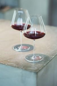 Gekonnt servieren mit Gläsern für Rotwein, Weißwein und Riesling